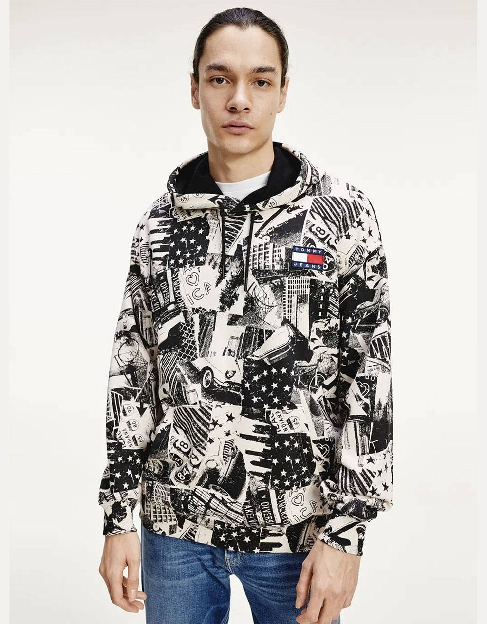 Tommy Jeans allover print badge hoodie - white multi Tommy Jeans Sweater 110,66€